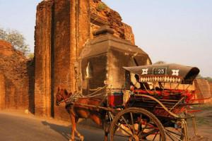 Wakacje Birma wczasy hotel Tharabar Gate Bagan