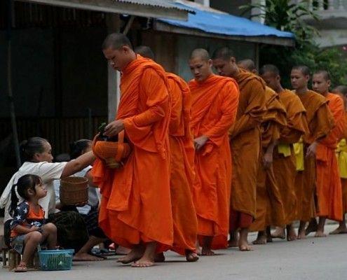laos wycieczki luang mnichowie buddyjscy