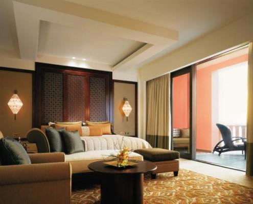 Oman Al Husn suite bedroom